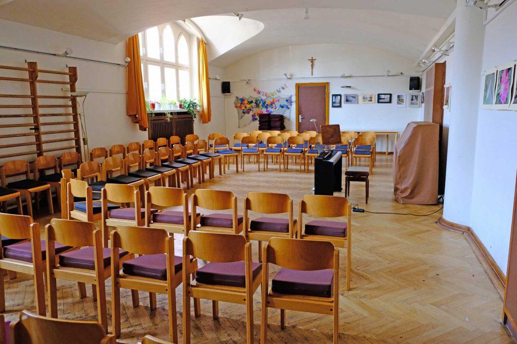 Im Gemeindesaal probt der Kirchenchor