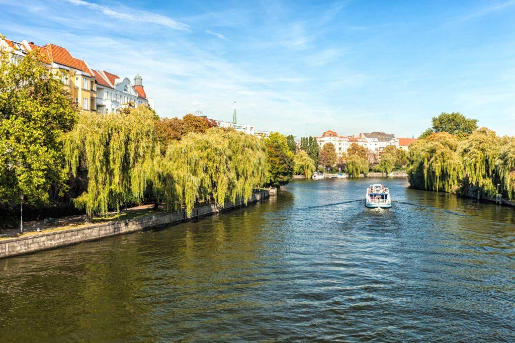 Leben am Fluss. Deine Wohnung liegt direkt an der Spree.