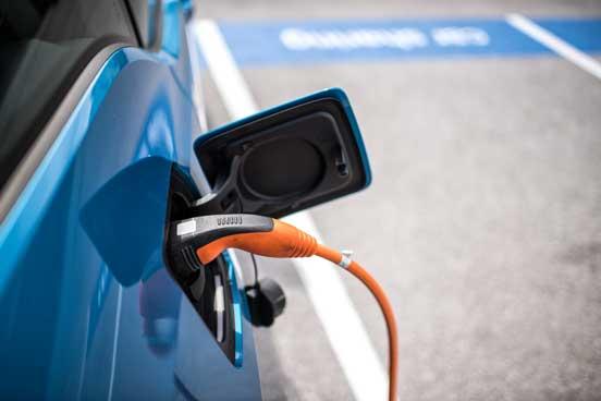 Tiefgarage mit Elektro-Ladestationen