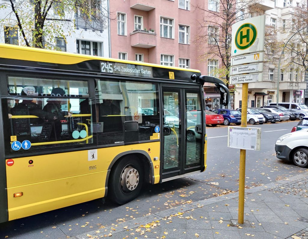 Haltestelle Franklinstraße: Nur noch wenige Meter bis zum Charlottenbogen.