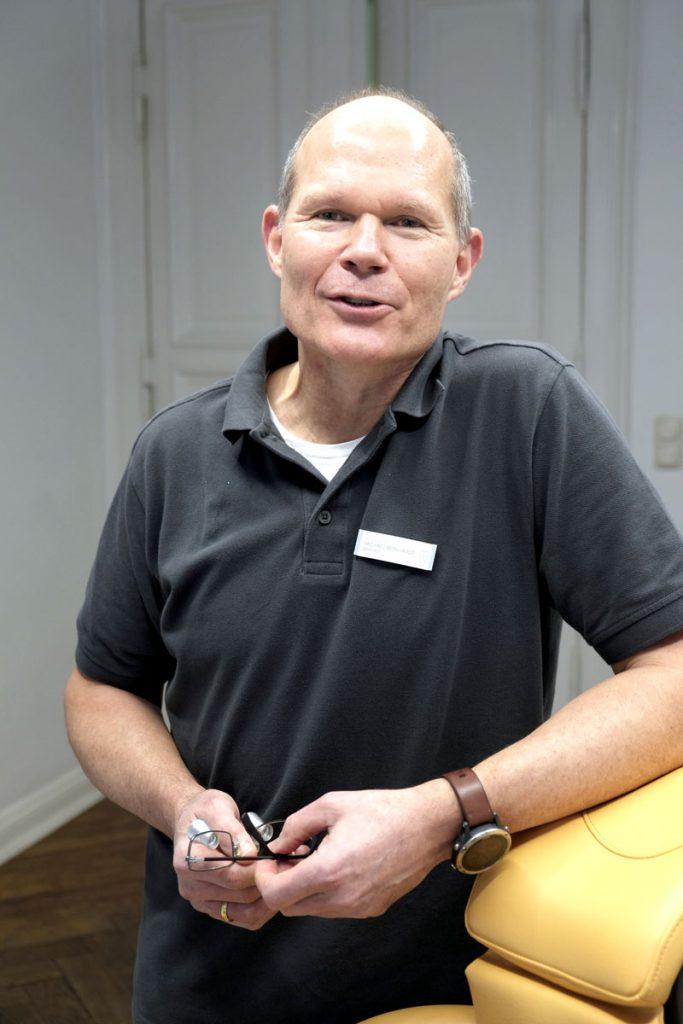 Dr. Michael Bernhardt